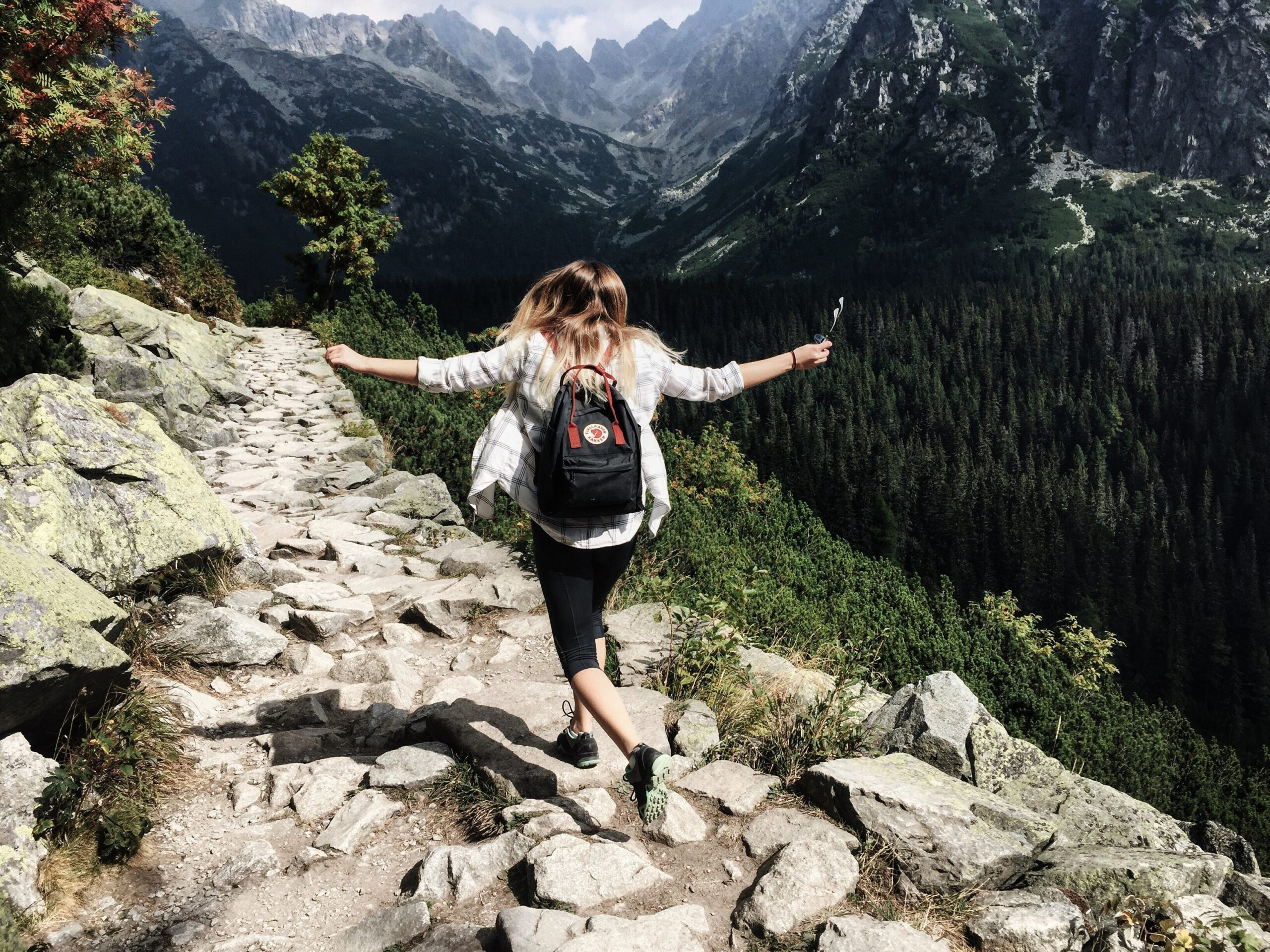 9-Hiking-Essentials-for-Safer-Hikes-2-scaled.