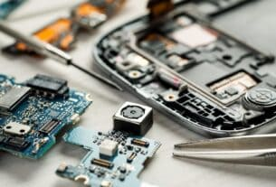 The Benefits of Becoming a Cell Phone Repair Technician